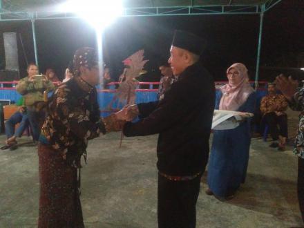 Merti Dusun Karang, Wayangan semalam suntuk